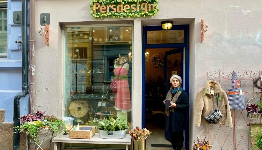I blomsterbutikken Pers Design jobber Farideh Abdolrahimi.