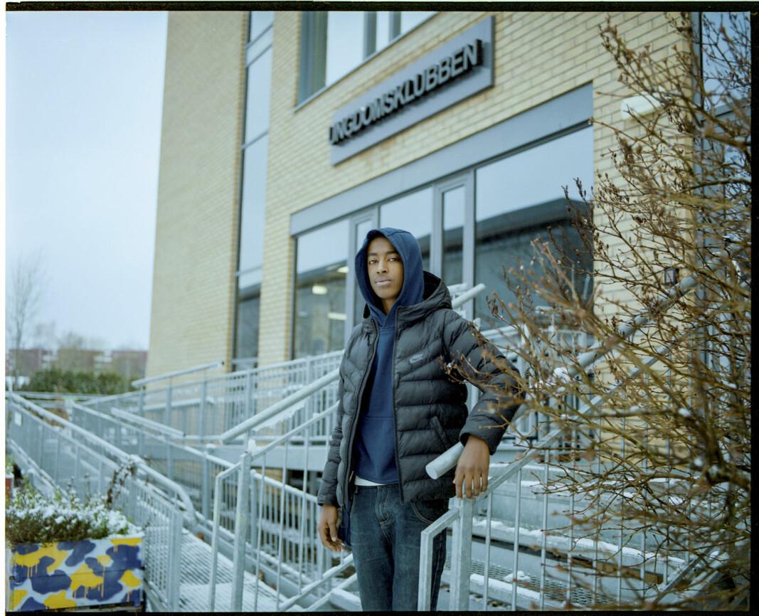 Simon Negash (16) kom tettere på broren sin under koronatiden.