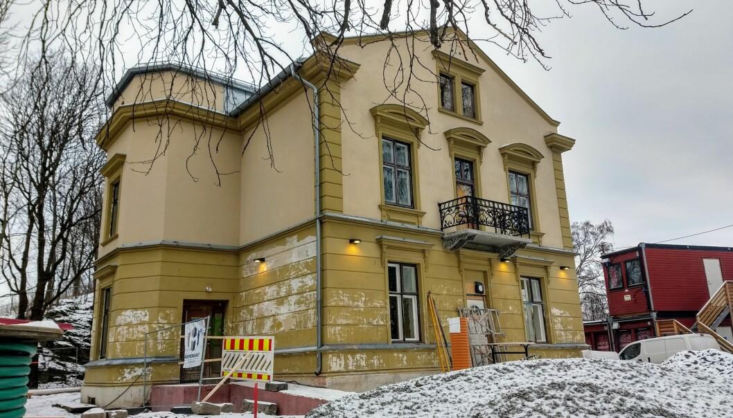 Den store villaen i Stensparken sto tom i årevis. Nå bygges den om til barne- og ungdomshus. Det er en av de få positive kommunale initiativene St. Hanshaugen bydel på mange tiår, mener Randi Gavelstad og Monica Boracco.
