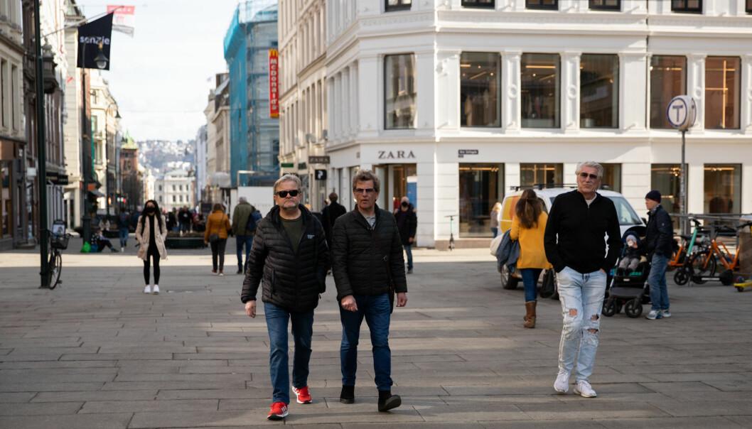 Forsiktig optimisme fra byrådsleder Raymond Johansen om at det kan bli mer liv i sentrumsgatene om to uker allerede. Da tar byrådet i Oslo en ny vurdering av tiltak og nedstengning.