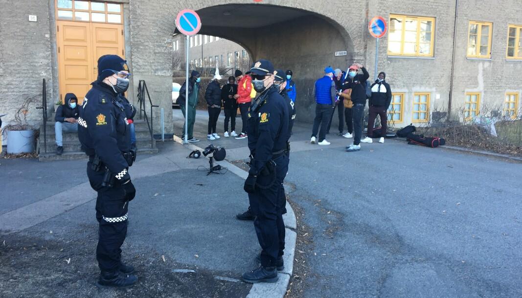 Politiet stilte opp i full mundur i forbindelse med at artisten Kingzy og crewet hans spilte inn musikkvideo.