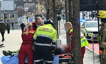 Trikk og bil kolliderte i Dronning Eufemias gate. Mann måtte skjæres ut