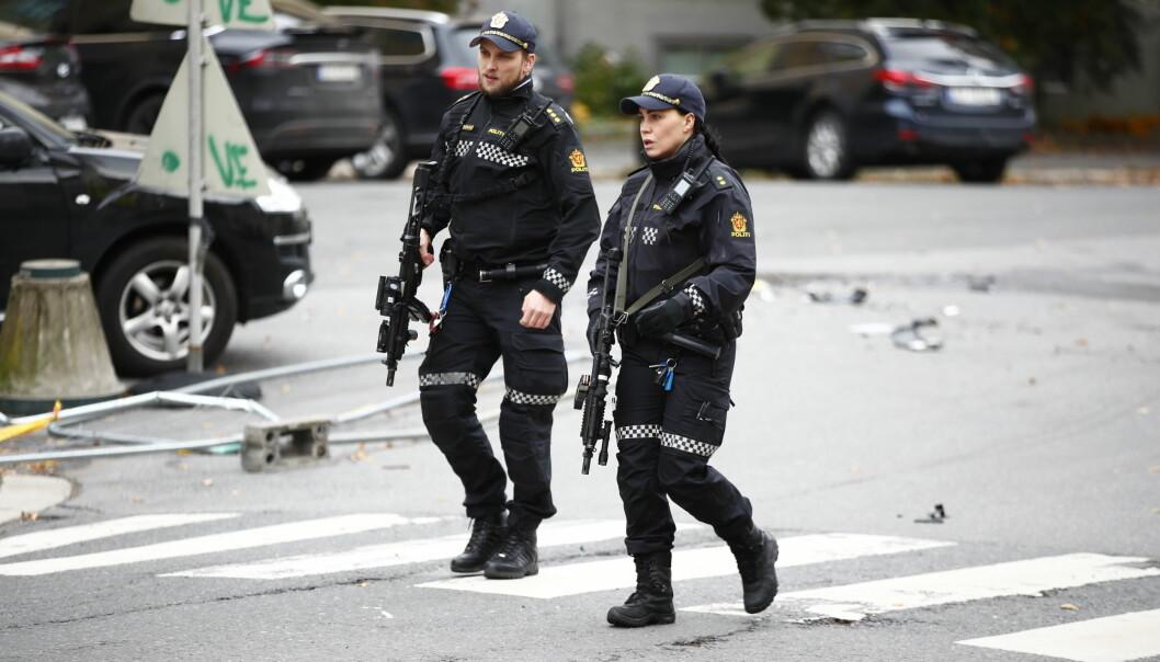 Bevæpnet politi løsnet minst 19 skudd mot den kaprede ambulansen. Etterpå ble fire polititjenestefolk etterforsket for brudd på våpeninstruksen.