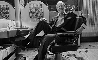 I 50 år har hverdagshelt Freddy klippet håret til folk på Grønland. Nå hedres han med egen utstilling