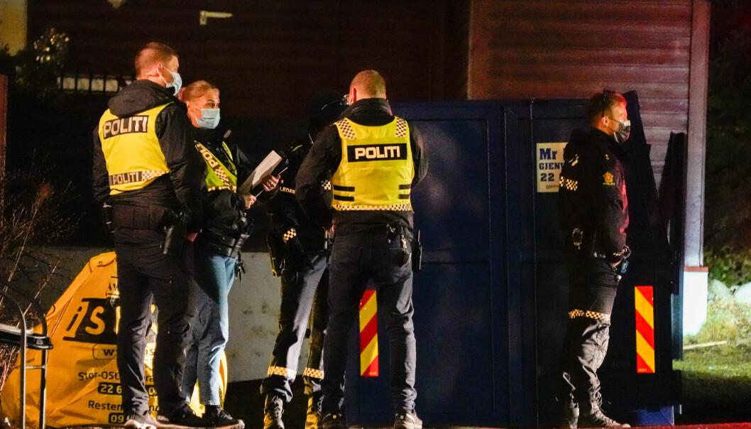 Politi nær stedet der en person ble skutt og drept i en leilighet på Røa.