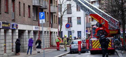 Tre personer hentet ut fra brann i Motzfeldts gate. Røyk ble spredt i bygningen