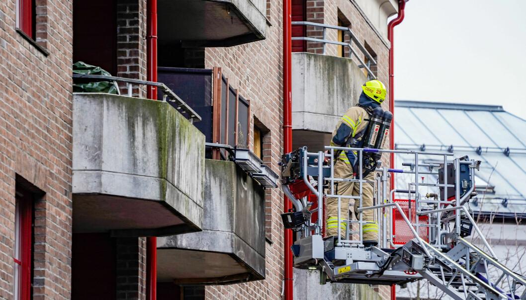 Mannskaper fra Oslo brann- og redningsetat fikk relativt raskt kontroll over en brannen som startet på kjøkkenet i en leilighet i Motzfeldts gate på Grønland.