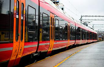 Kjøreledning har falt ned på tog i Oslo. Personer skadd