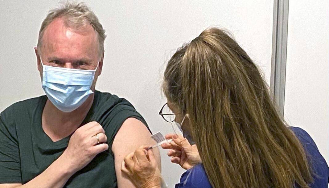 Oslo 20210419.  Byrådsleder Raymond Johansen (Ap) fikk første dose med vaksine mot covid-19 mandag. Foto: Oslo KOmmune / NTB