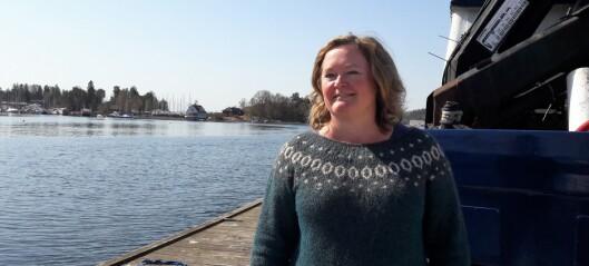 Hun bor i båt året rundt og elsker Oslofjorden. Nå vil Høyre-toppen ha slutt på at fulle dobøtter går rett på sjøen