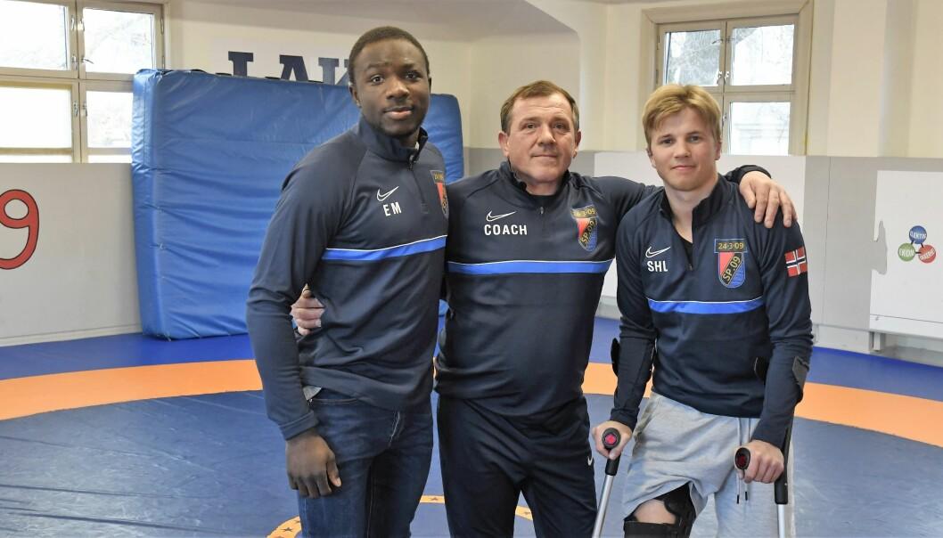 Exauce Mukubu og trener Piotr Troczynski (i midten) reiser til bryte-EM torsdag. Snorre Harsem Lund (til h.) må dessverre bli værende hjemme i Oslo på grunn av et skadet kne.