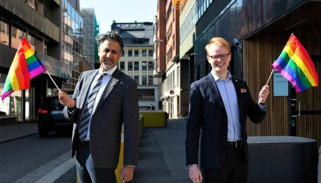 Kultur- og likestillingsminister Abid Raja og styreleder i Oslo Pride Fredrik Dreyer.