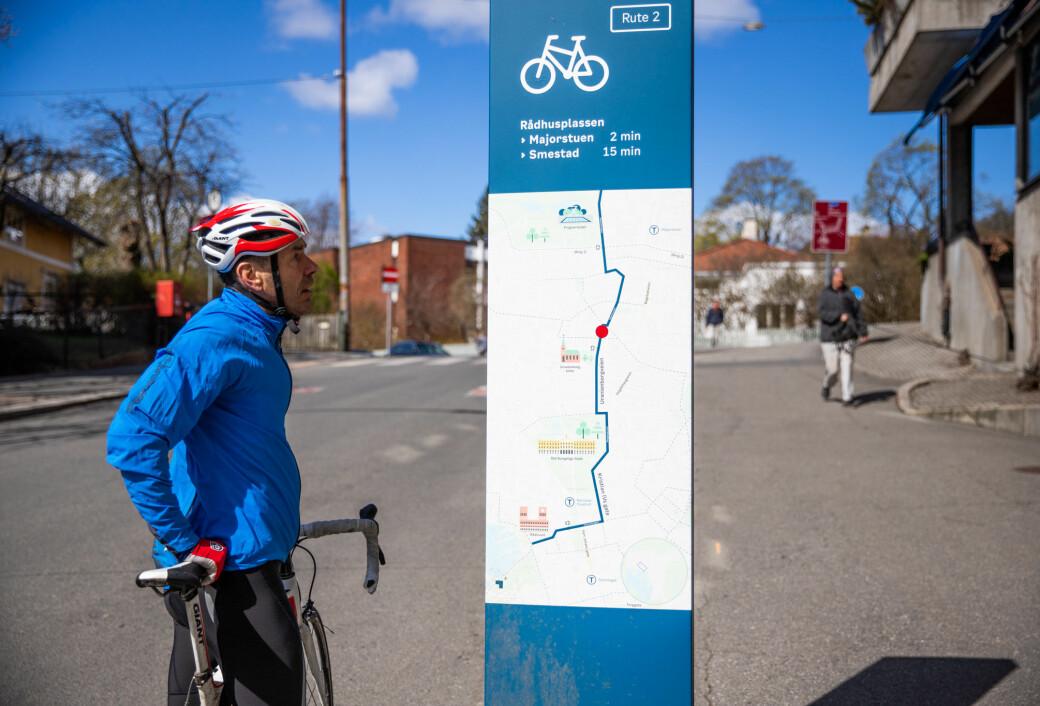— Det ser fint ut på skiltet, men virkeligheten er annerledes, sier den erfarne bysyklisten Svein Hjelmås.