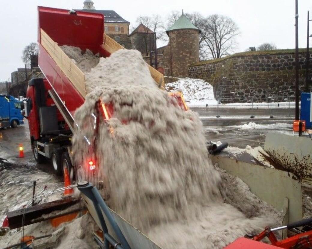 Oslo har siden 2012 hatt snøsmelting ved lekteren S/S Terje på Akershusstranda. Her renses snøen, men nå vil kommunen utnytte snøen enda bedre.