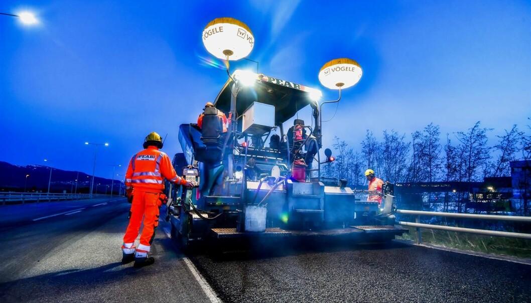 Asfaltsesongen strekker seg fra mai til september. Nå skal flere større veier i hovedstaden få ny asfalt og oppgradert veidekke.