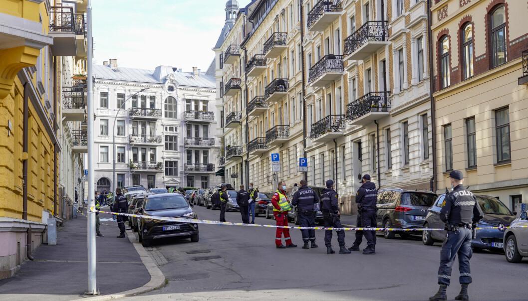 Politiet har satt opp sperringer i gaten der en kvinne er bekreftet død etter en skyteepisode på Frogner i Oslo onsdag morgen.