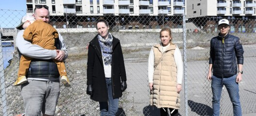 Foreldre og barn har ventet i fem år på ny skole i Bjørvika. — Vi føler oss sveket, sier barnefamilier på Sørenga