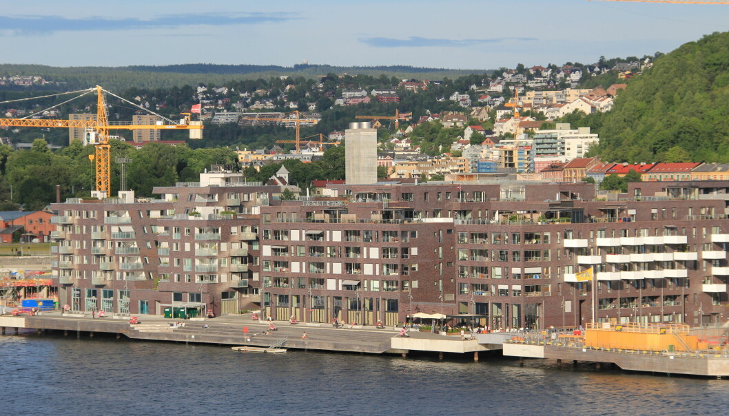 En gjeng unge menn ankom Sørenga og oppførte seg skremmende med noe politiet tror er en pistol.