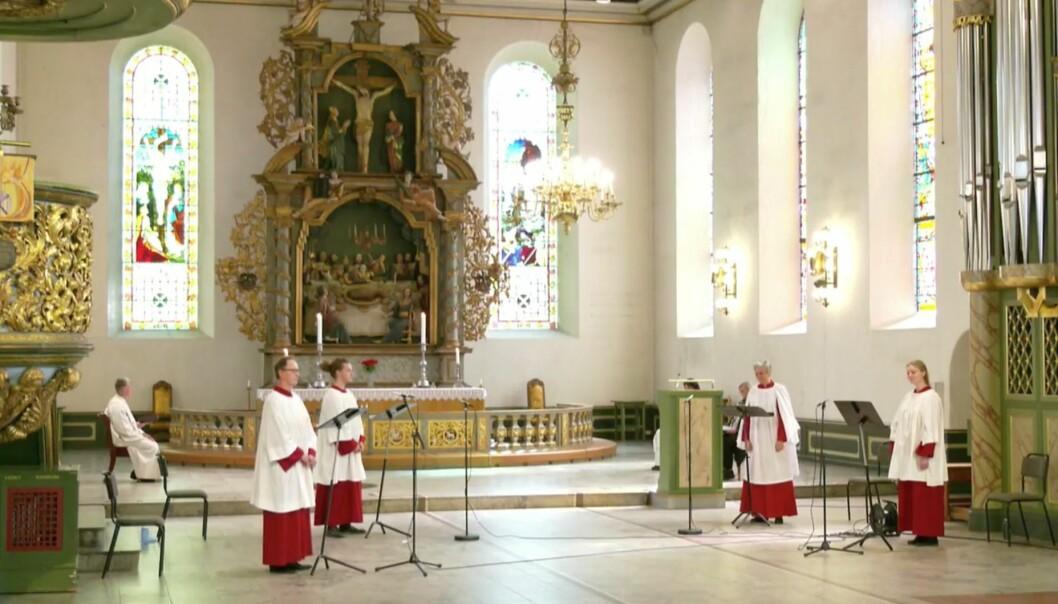 Oslo domkirke strømmet gudstjenesten i dag. LO-sekretær Kristim Sather holdt appell og sangere fra Oslo domkor sang.