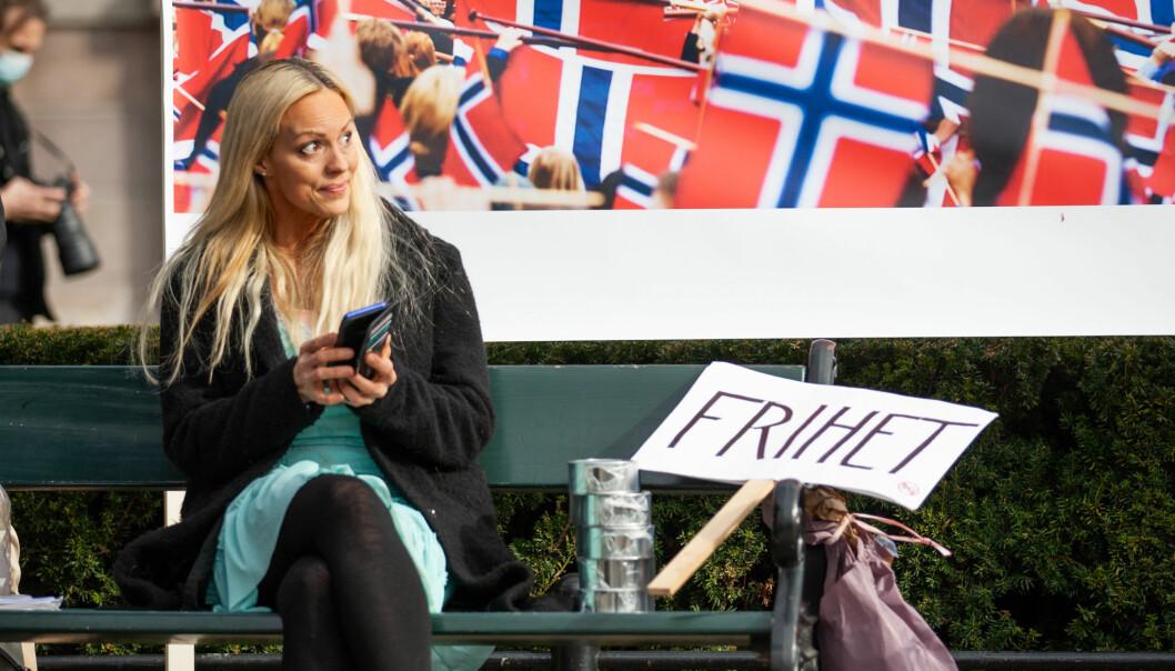 Ann Helen Gjermundsen er blant dem som har hatt en lederrolle på markeringene mot koronatiltakene. Dette bildet ble tatt 1. mai, på Eidsvolls plass.