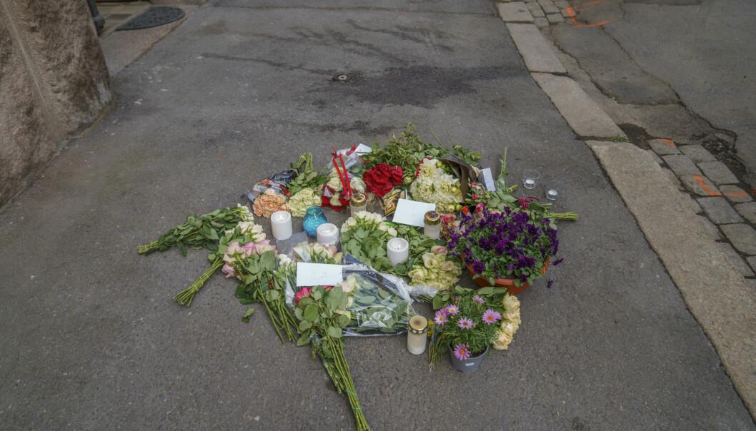 Det ble lagt ned blomster der Fevziye Kaya Sørebø (51) ble skutt og drept sist onsdag.