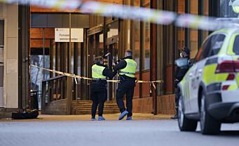 17-åring skadd etter knivstikking bak Furuset senter. Politiet søker etter gjerningspersoner