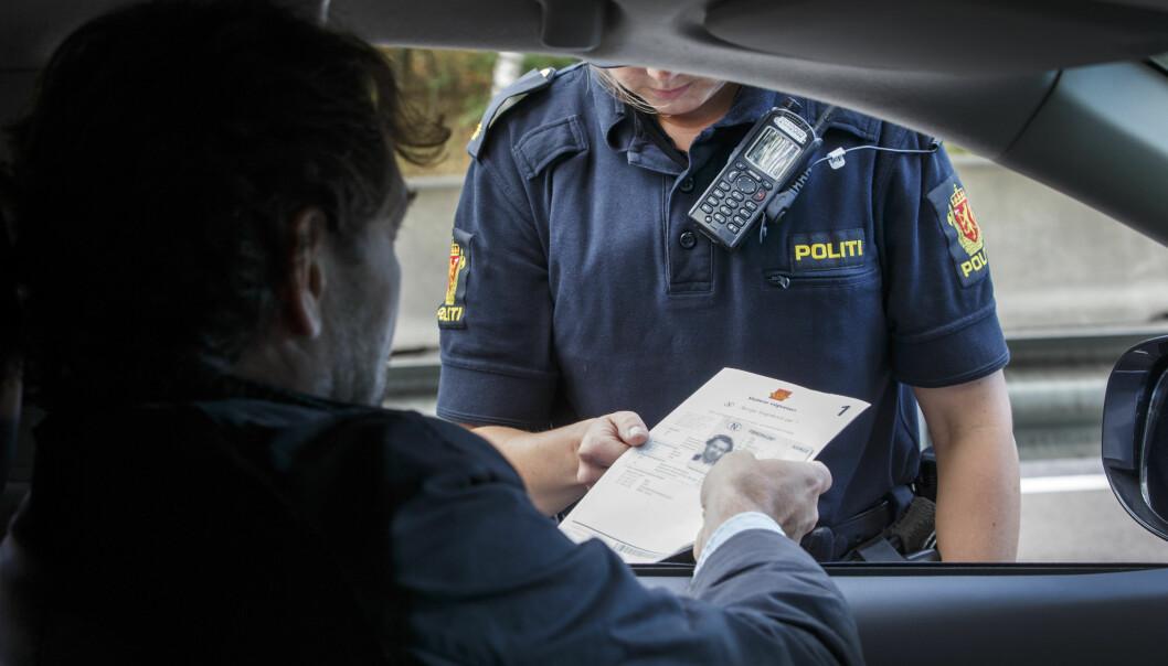 — Legen sa politiet ga ham bot fordi han hadde en annen hudfarge, at politiet derfor var rasister, at de stemte på Frp og at de var innvandringsfiendtlige, skriver Oslo tingrett.
