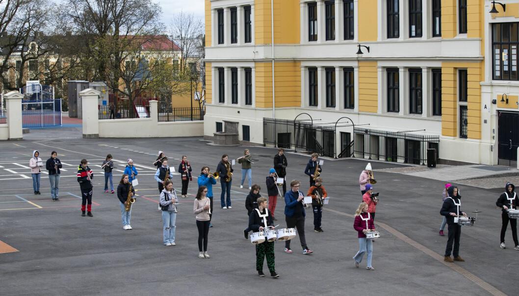 Vi er mange som gleder oss skikkelig til å høre dere rundt i gatene våre på 17. mai, sa Raymond Johansen. Her Uranienborg skoles musikkorps.