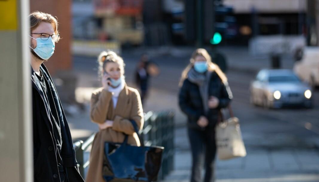 Aldersgruppen fra 20 til 49 år står for nær 60 prosent av alle registrerte smittetilfeller i Oslo. Likevel er kun 2 prosent i denne aldersgruppen blitt ferdig vaksinert per nå.