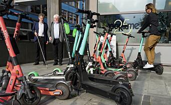 Regjeringen slår til med strengere regler for elsparkesykler. Flere enn én person på kjøretøyet kan gi bot på 3000 kroner