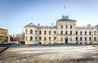 Det staselige bygget ved Slottsparken ble solgt til to velstående familier etter brennhet budrunde