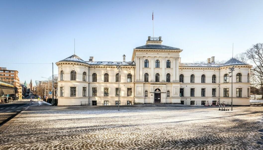 St. Olavs gate 32 er tegnet i sen nyklassisk stil. Etter at bygget sto ferdig i 1880, forble eiendommen Statens kartverks hovedkvarter i nesten 100 år.