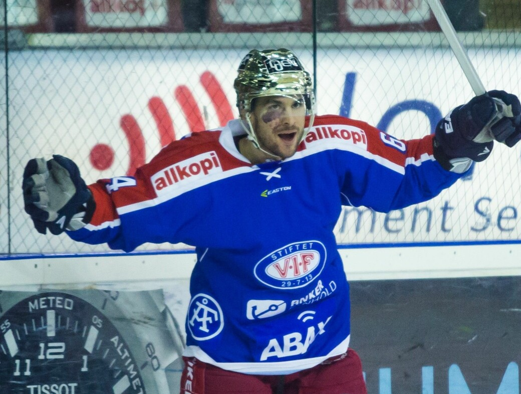 Brian Ihnacak julber for scoring i gamle Jordal Amfi. Tsjekkeren spilte for Vålerenga sesongen 2014/15 og ble toppscorer i ligaen.