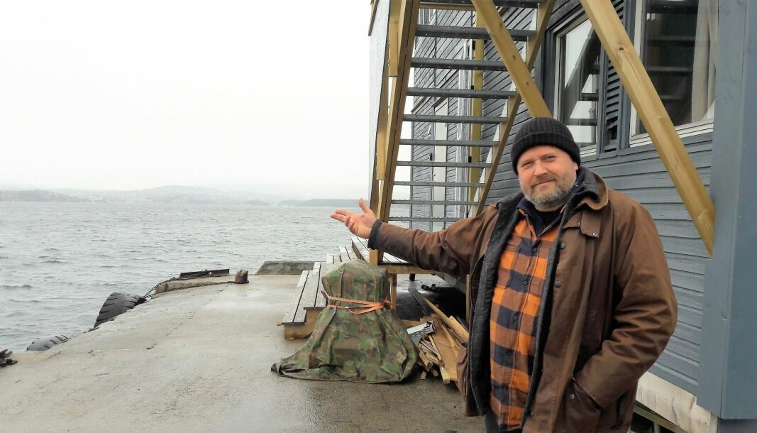 — Det er på tide å sette alt inn. Ikke la noe verktøy ligge urørt for å redde Indre Oslofjord. Vi må være djerve og offensive i kampen, sier Lars Dalen. Fra kontoret på Nesoddtangen har han god oversikt over fjorden og byen.