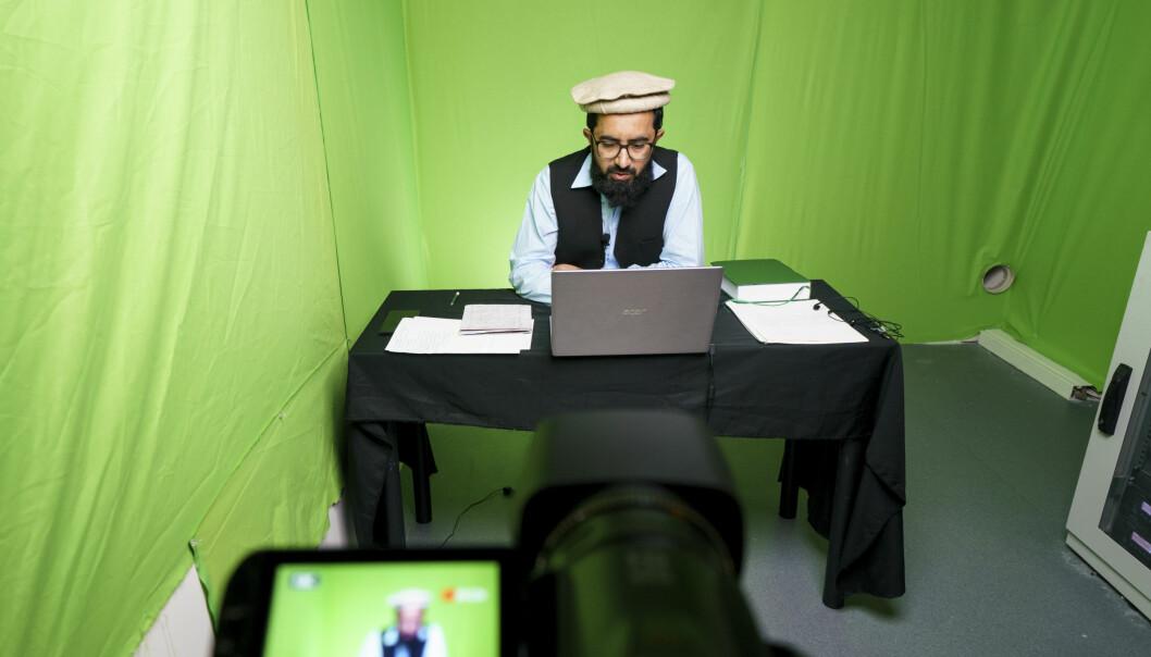 Imamen Saleemullah Alvi på Islamic Cultural Centre holde sin preken på nett mens moskéen på Grønland er stengt under koronapandemien.