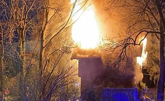 Det røde stabburet på Haugerudtunet brant i natt