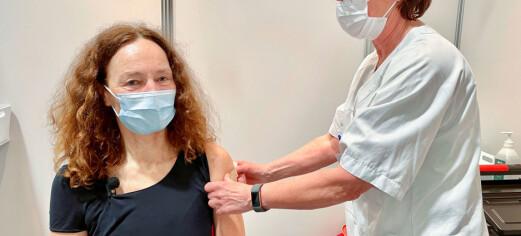 FHI-direktøren fikk sin første vaksinedose ved Domus Athletica: – Veldig profesjonelle og hyggelige, sier Camilla Stoltenberg
