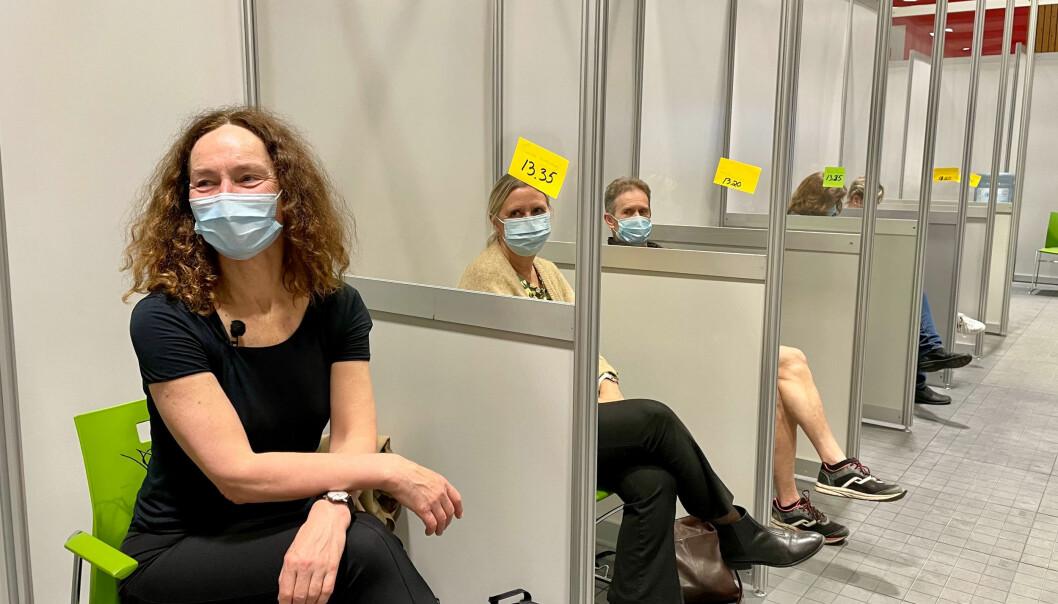 Selv FHI-direktører må vente i kø. — Jeg gledet meg til å se hvordan alt fungerte. Det var veldig godt organisert. Folk var veldig hyggelige og profesjonelle, sa Camilla Stoltenberg om bydel Nordre Akers vaksinering.