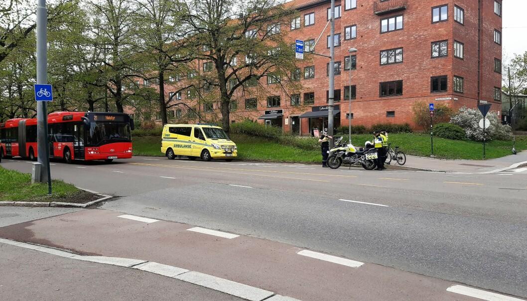 Både politi og ambulanse stilte opp i forbindelse med ulykken.