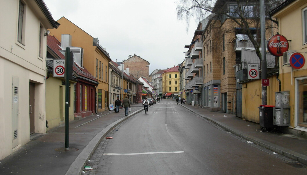 Et større område rundt Tøyengata ble sperret av etter knivstikkingen.