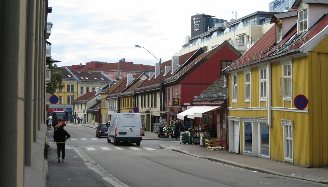 Ved klokka 06.00 rykket politiet ut til Tøyengata i Oslo. Kort tid senere ble en mann i 30-årene anholdt og senere på formiddagen ble mannen pågrepet og siktet for drapsforsøk.
