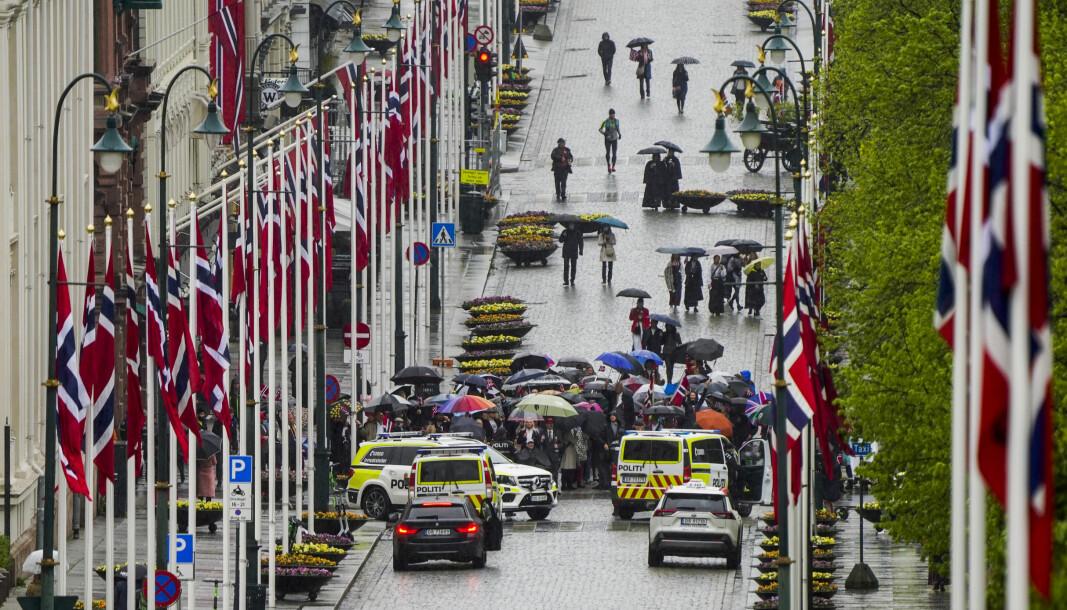 Politiet sperrer av deler av Karl Johans gate.