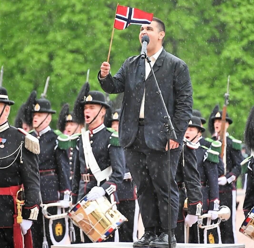 Rauand Ismail holder 17. mai-tale foran Slottet.