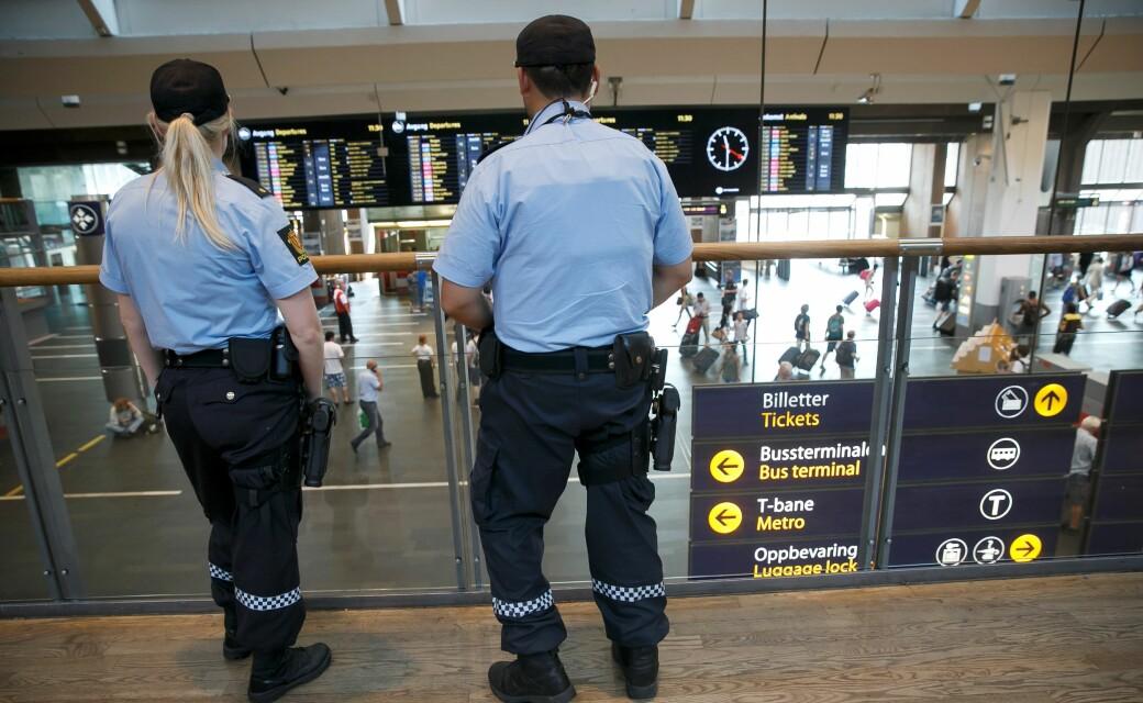 — Det er for tiden stor ansamling av ungdommer på Oslo S. Ungdommer ned i 12-årsalderen som ankommer i gjenger på opptil 20 stykk, sier politiet på kvelden 17. mai.