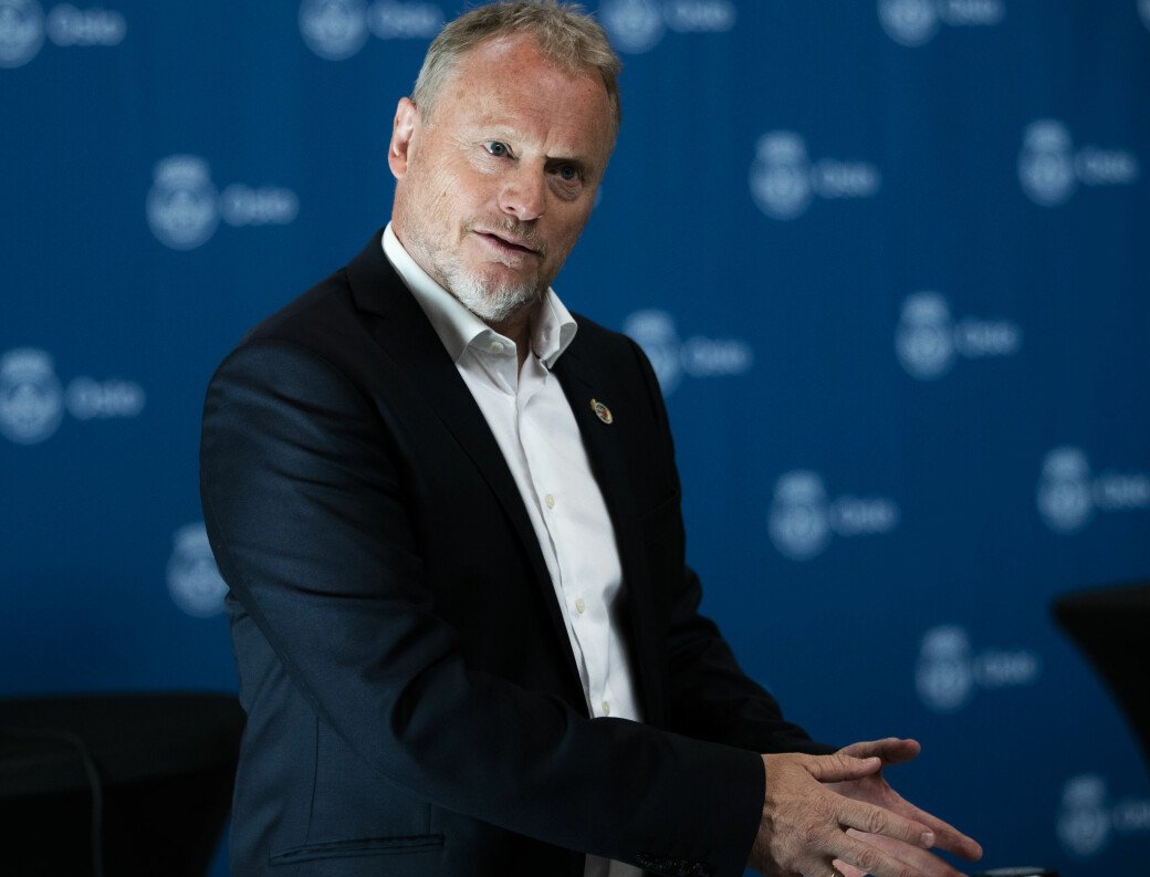— Vi følger utviklingen veldig nøye og vil da meddele oss på fredag om videre eventuelle lettelser, sa Raymond Johansen (Ap) gjentatte ganger i bystyret da borgerlige partier presset på for raskere gjenåpning av Oslo.