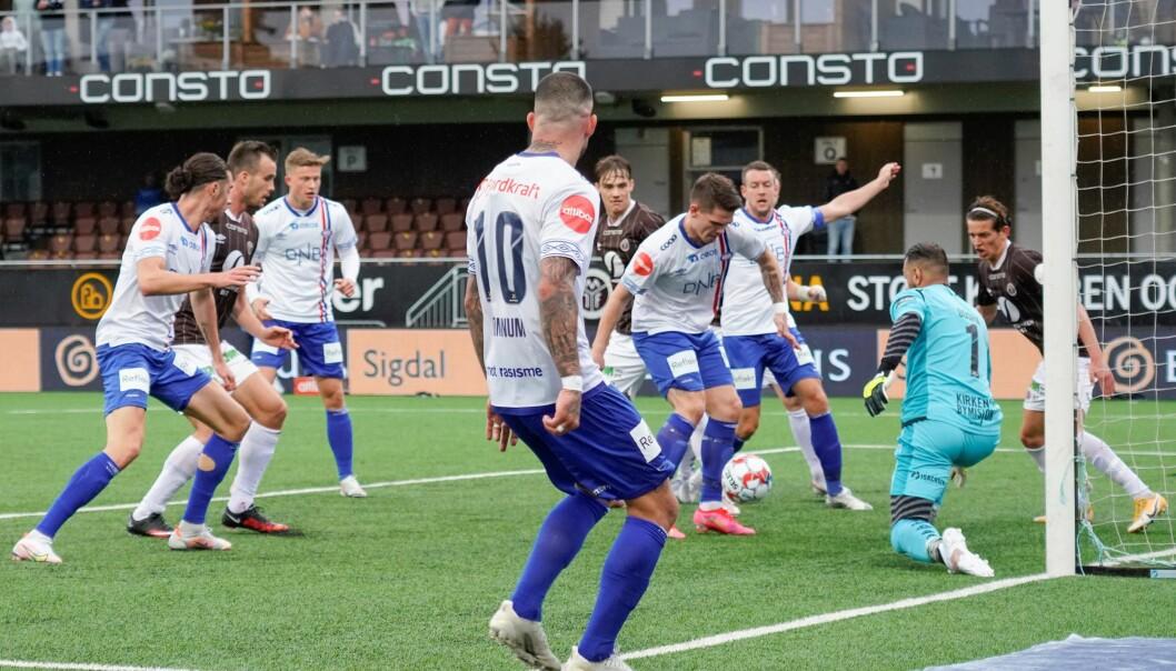 Vålerengas Jonatan Tollås Nation scorer 1-1 under eliteseriekampen i fotball mellom Mjøndalen og Vålerenga på Consto Arena.
