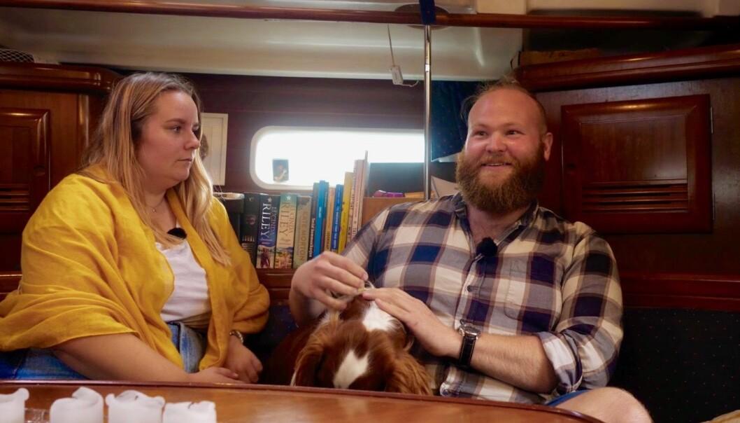 -- Du får ikke så mye privatliv i en liten båt, men vi har det fint med hverandre, sier Steinar (29) som alltid har vært glad i sjøen.