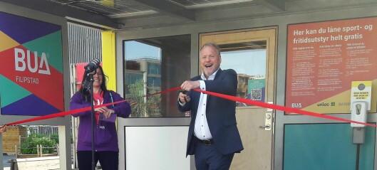 I går åpnet verdens første selvbetjente utstyrsbibliotek på Filipstadkaia. Her kan du låne skateboard og fiskestang