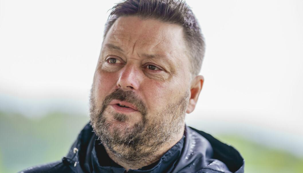 Lyn-trener Bent Inge Johnsen synes det er «helt ufattelig» at breddefotballen fortsatt ikke er i gang.