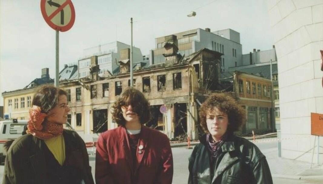 I 1990 brant Kvinnehuset ned. Men det ble bygd opp igjen.